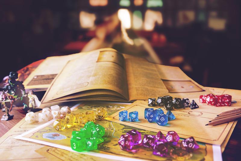 Tavolo con manuali giochi di ruolo